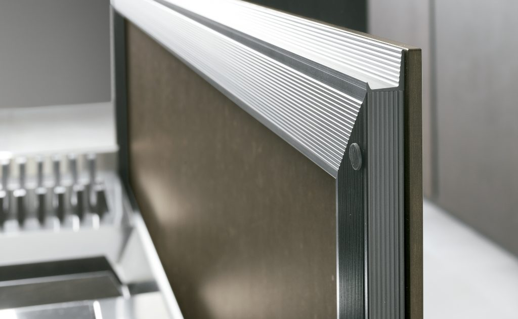 puerta perfil aluminio canto step ak_04 cafran cocinas